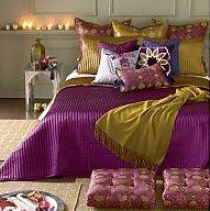 los tejidos textiles y colores son muy importantes en el estilo rabe los cojines y pufs cmodos y con todo tipo de formas son muy habituales