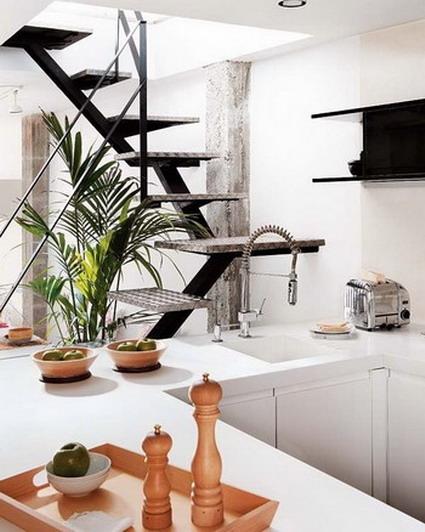 Colores en un bello hogar decoratrucosdecoratrucos for Escalera cocina
