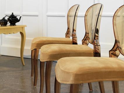 Aligera el espacio con muebles transparentes for Sillas metacrilato
