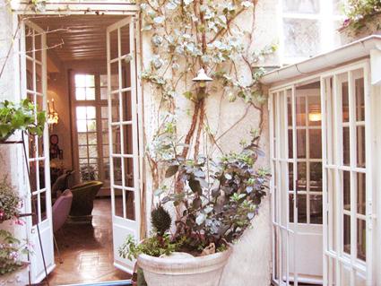 El encanto de las puertas blancas decoratrucosdecoratrucos - Decoracion puertas blancas ...