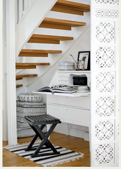 aprovecha el espacio bajo las escaleras. Black Bedroom Furniture Sets. Home Design Ideas