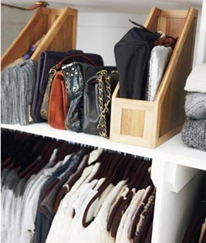 Trucos para ordenar tus bolsos decoratrucosdecoratrucos - Guardar bolsos en armario ...