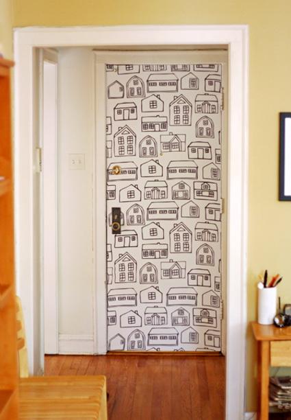 C mo renovar una puerta usando tela decoratrucosdecoratrucos for Como hacer una puerta con tarimas