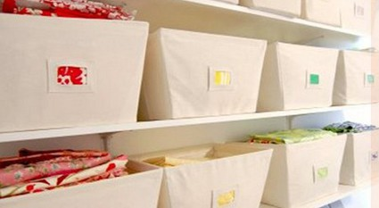 Trucos para organizar los armarios y almacenes - Cajas para ordenar ...