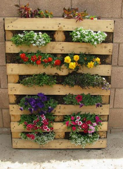 Crea con palets decoratrucosdecoratrucos - Jardin vertical con palets ...