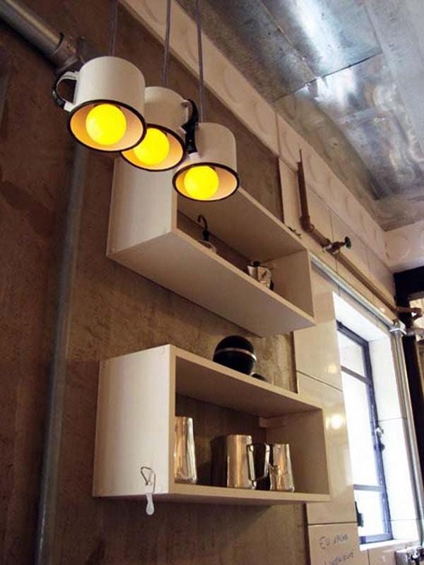 Lámparas hechas con tazas de acero esmaltado