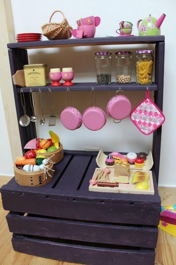 Cocina de juego hecha con palets de madera