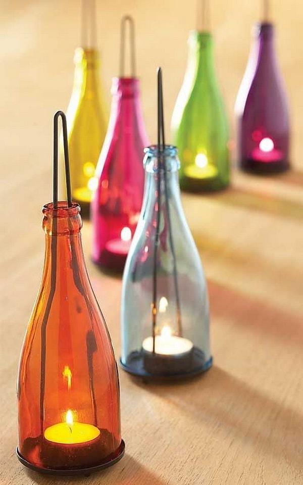 Portavelas hechos con botellas de vidrio recicladas