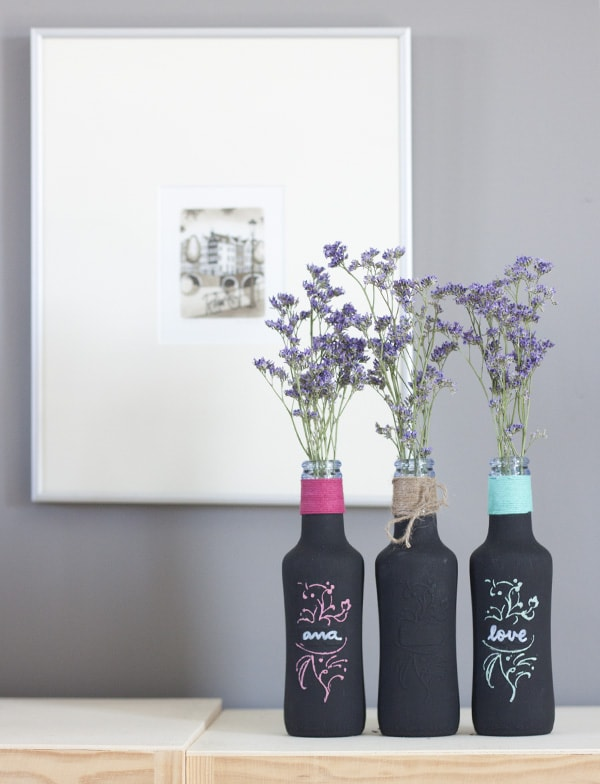 Botellas pintadas con pintura pizarra