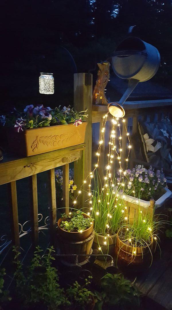 Regadera mágica hecha con guirnaldas de luces LED