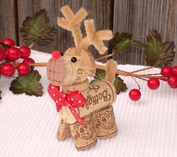 Adornos navideños hechos con corchos