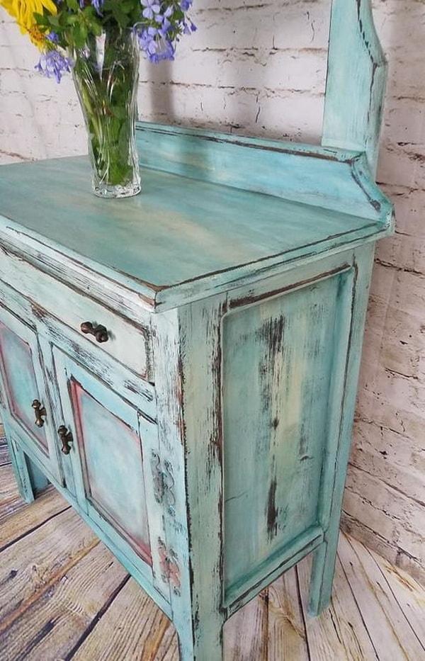 Muebles viejos restaurados con pintura