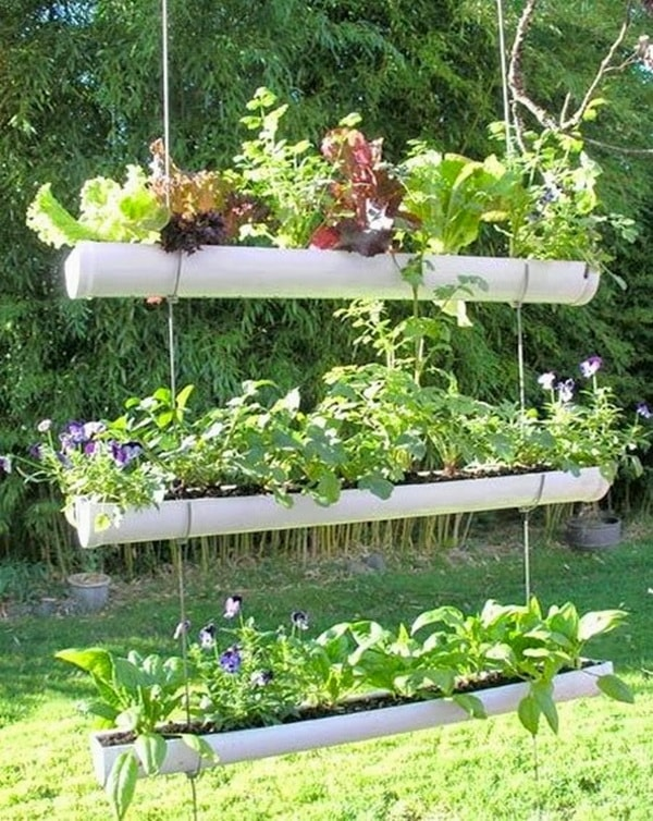 Jardineras colgantes hechas con caños de PVC