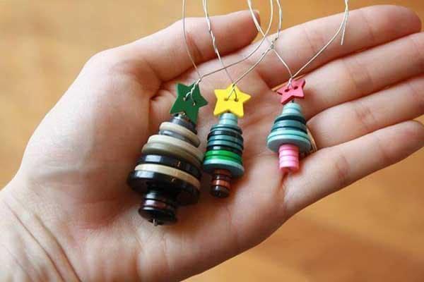 Adornos navideños con botones