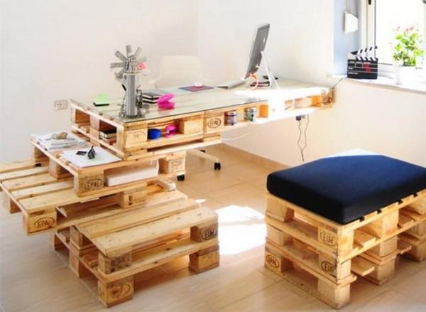 Muebles de oficina con palets