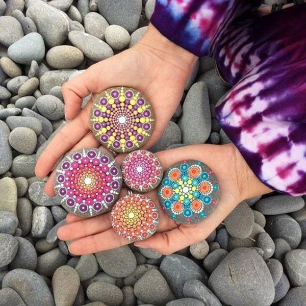 Mandalas pintados en piedras