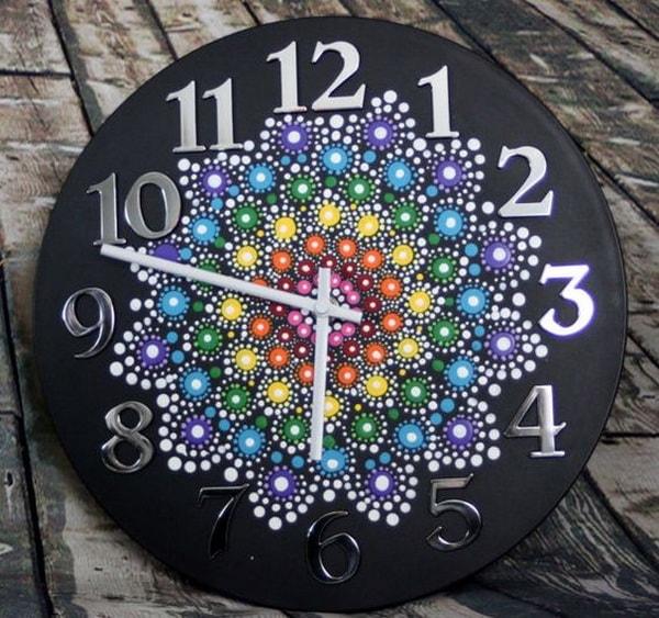 Mandala pintado en reloj de pared