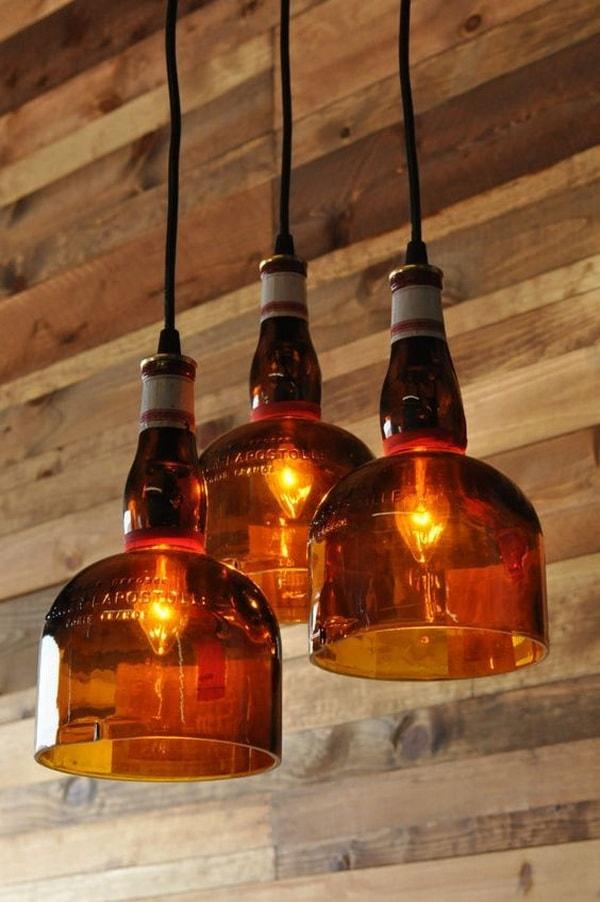 Lámparas colgantes con botellas de vidrio cortadas