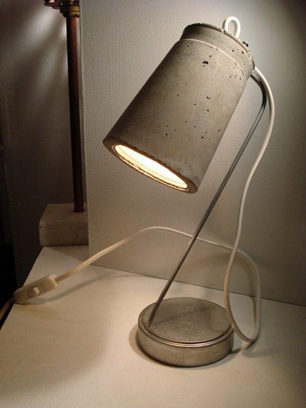 pequeña lámpara hecha con cemento