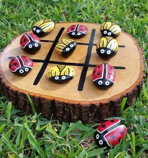 Juegos de mesa hechos con piedras pintadas