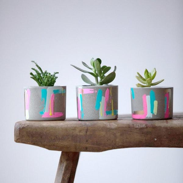 Macetas de cemento pintadas