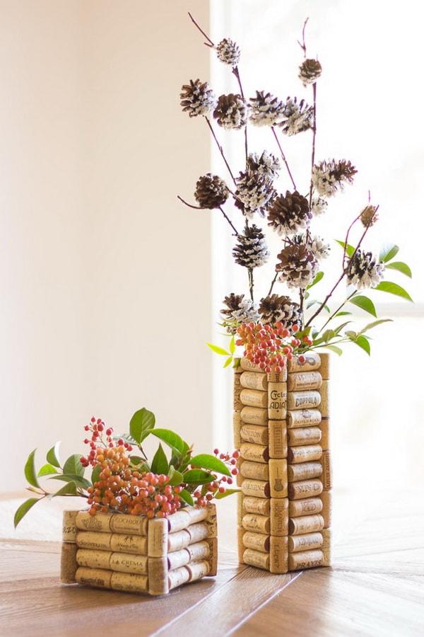 Floreros personalizados con corchos de vino