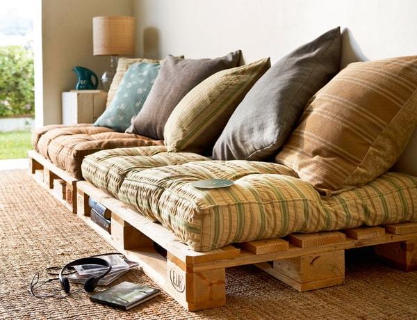 Sofá hecho con palets de madera