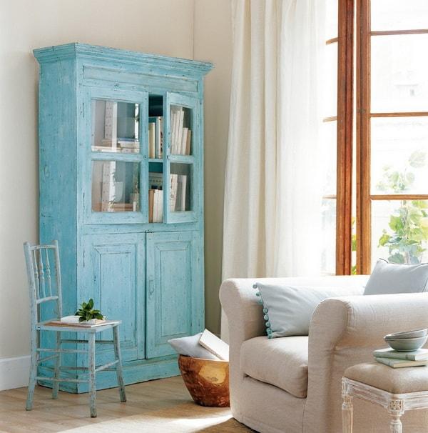 Muebles viejos pintados con efecto envejecido