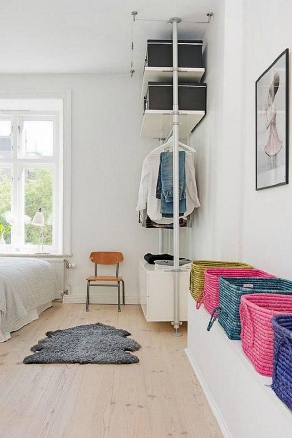 Cestas como espacio de almacenaje en dormitorios