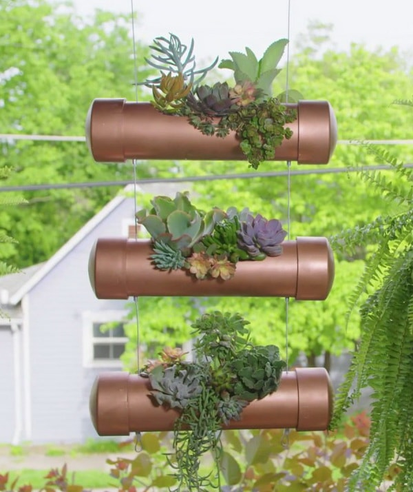 Macetas colgantes hechas con tubos de PVC