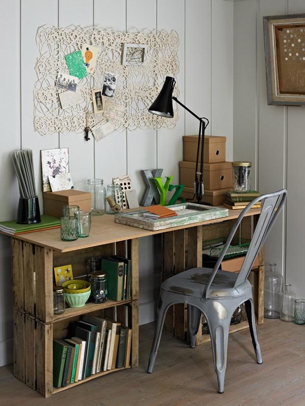 Zona de trabajo hecha con cajas de madera