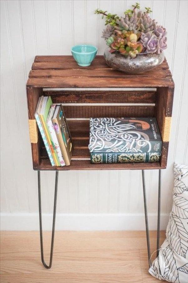 Mesas auxiliares con cajas de madera